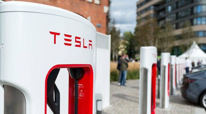 Tesla Supercharger Euref